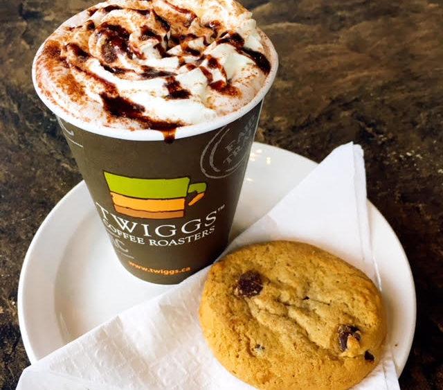 hot chocolate, chocolate chip cookie, santa clause parade
